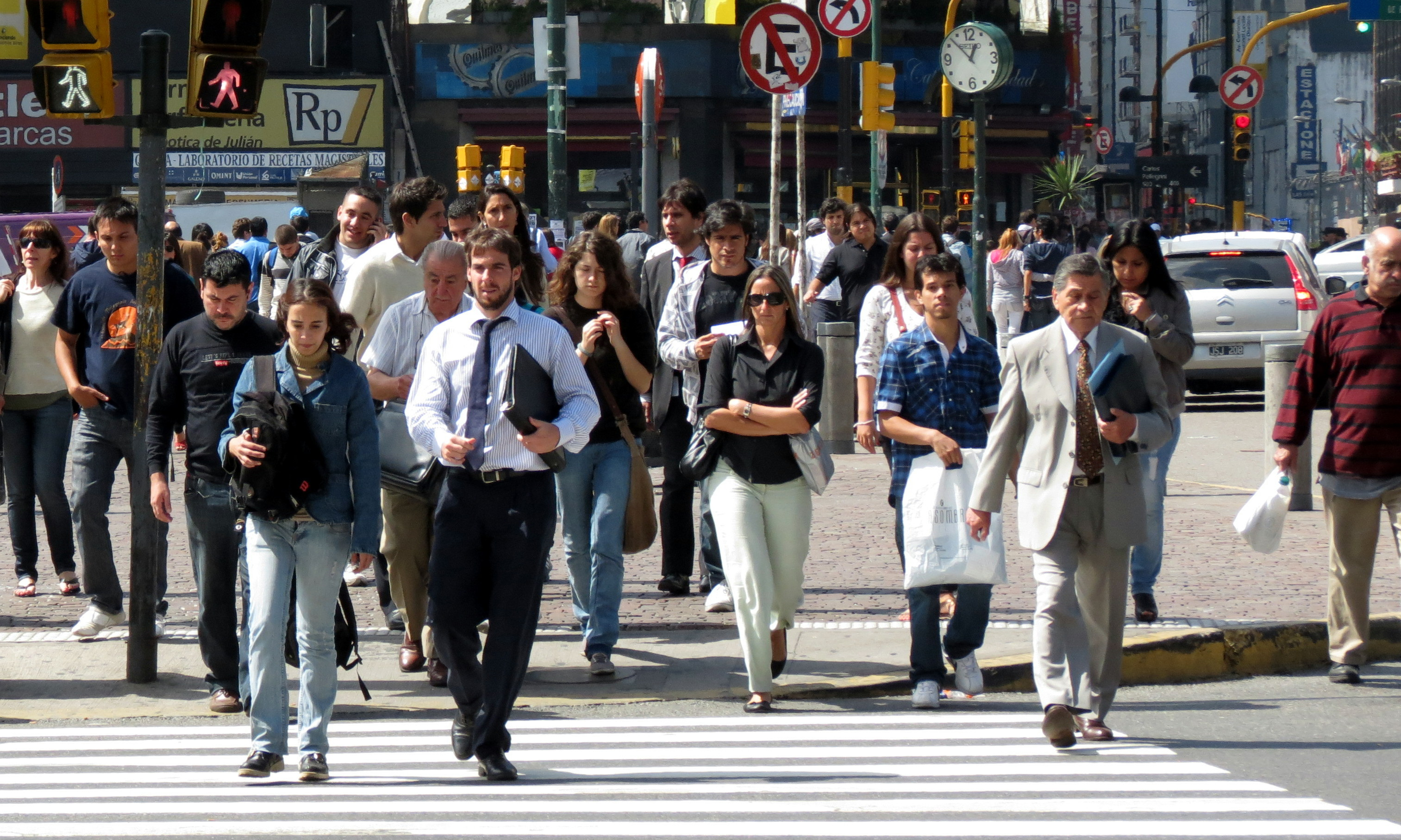 Reflejos e instantes en la calles de buenos aires for Busqueda de telefonos por calles